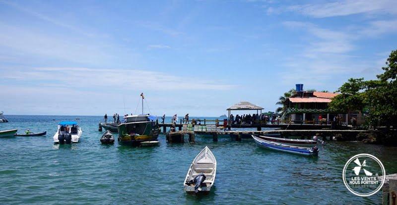 Arrivée à l'embarcadère du port Photos de Capurgana en Colombie