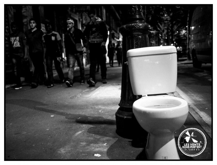 Réflexion sur la photo de rue, WC à Paris