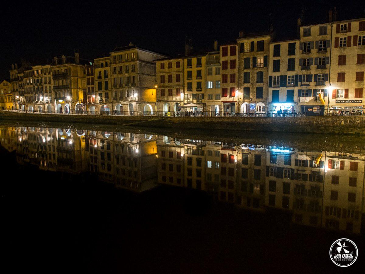Bayonne, ses lumières et la nive de nuit au Pays Basque