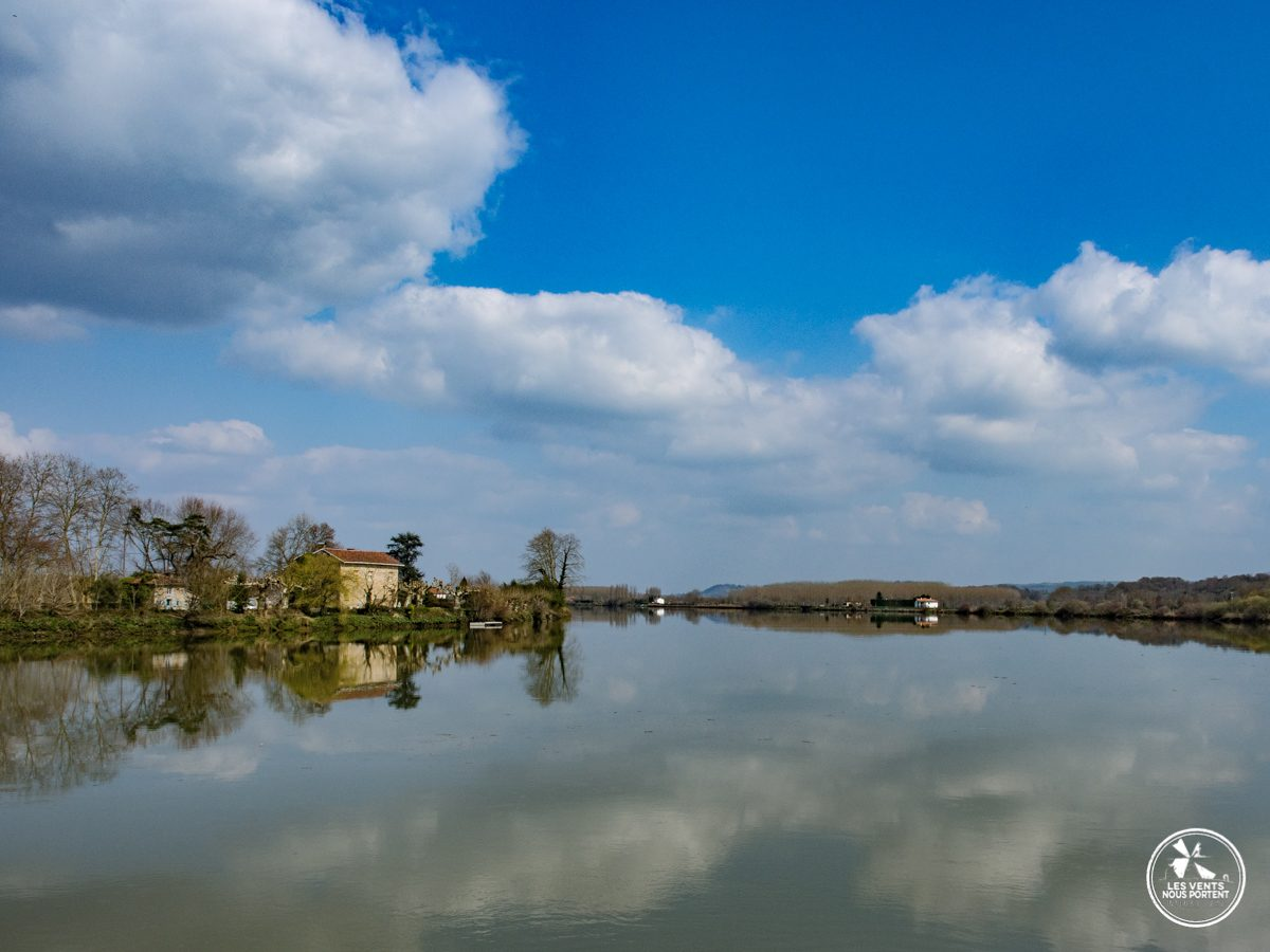 reflet du ciel sur l'adour à Urt au pays basque