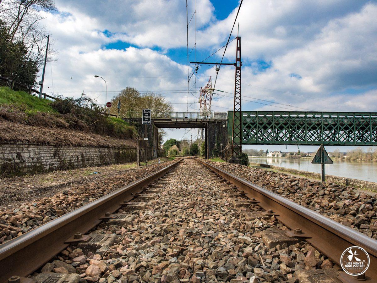 sur les rails de la voie ferrée à url au pays basque