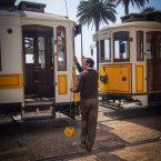 le conducteur du tramway prépare le retour a porto voyage portugal