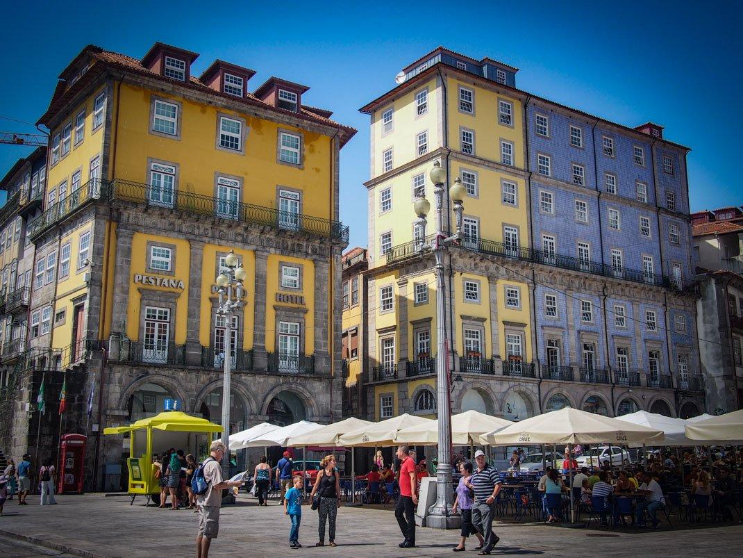 facades coloree de la ribeira a porto voyage portugal