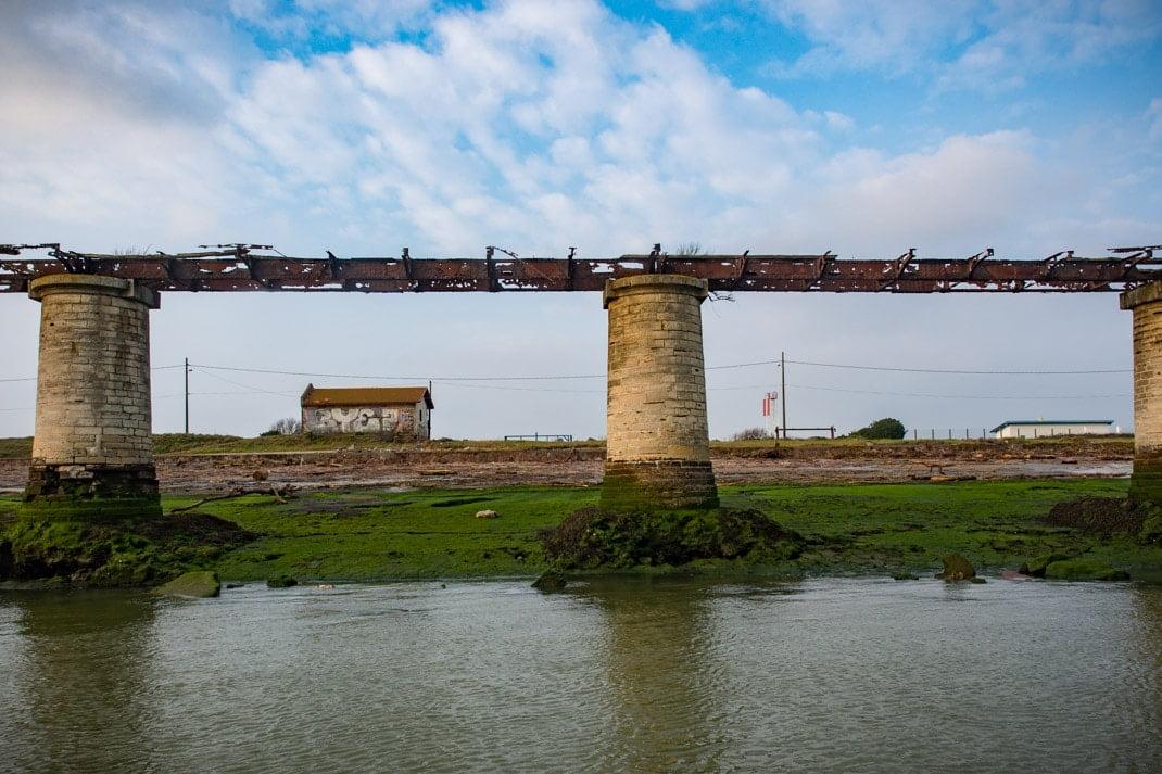 ancien rail sur l'embouchure de l'adour bayonne pays basque