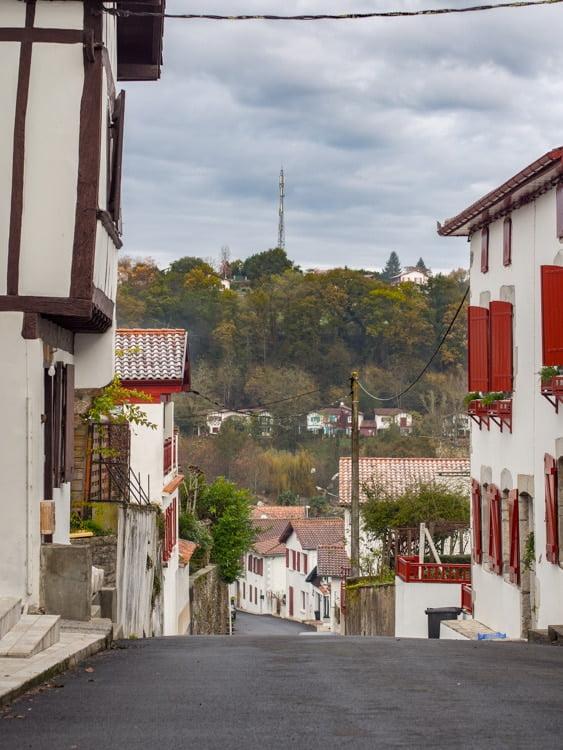 ruelle de la bastide clairence plus beau village de france au pays basque