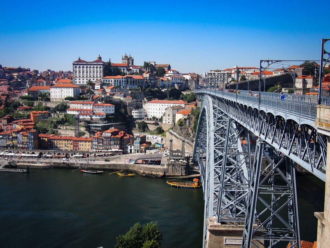 vue du pont et de la ribeira depuis le telepherique a porto voyage portugal