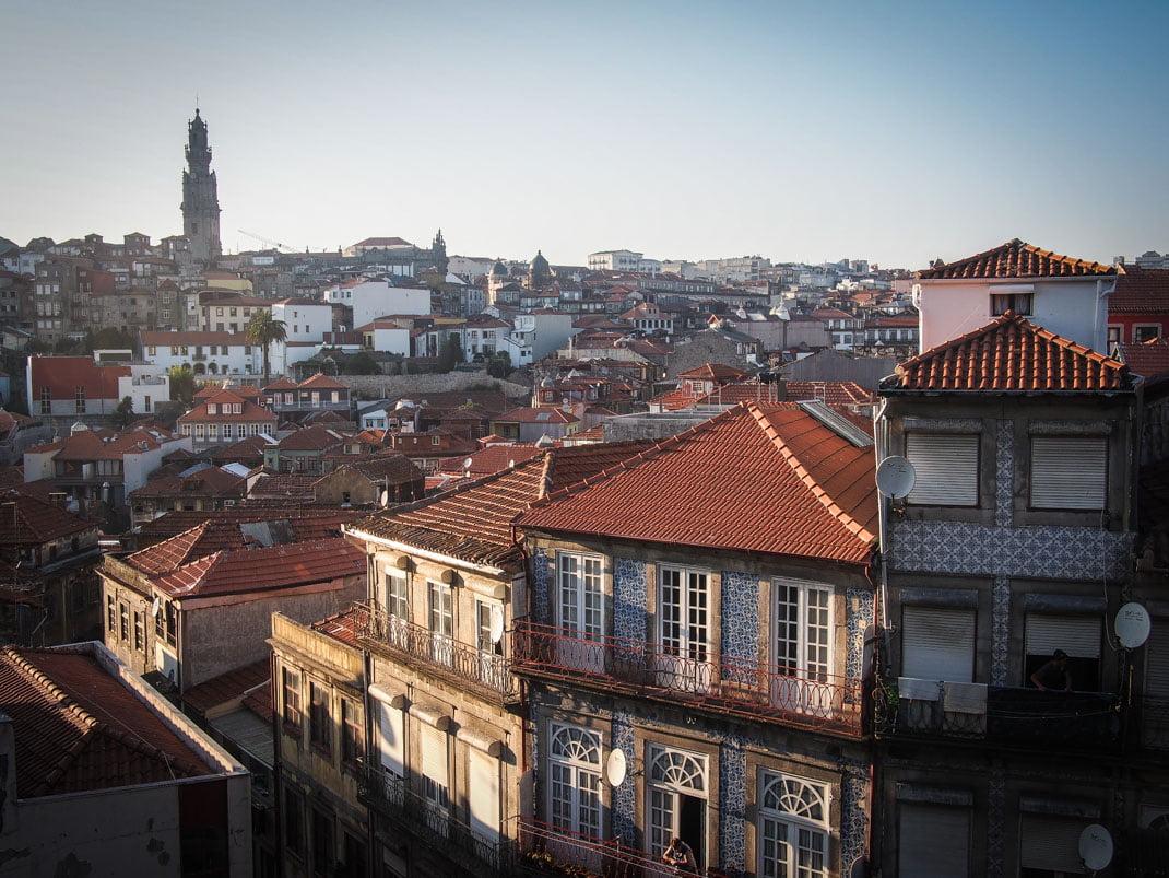 belle vue sur porto, ses façades, ses toits en tuile voyage portugal