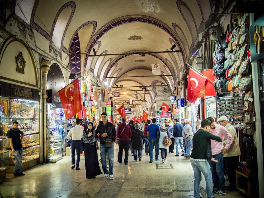 allée du grand bazar de sultanahmet à istanbul pour un voyage en turquie