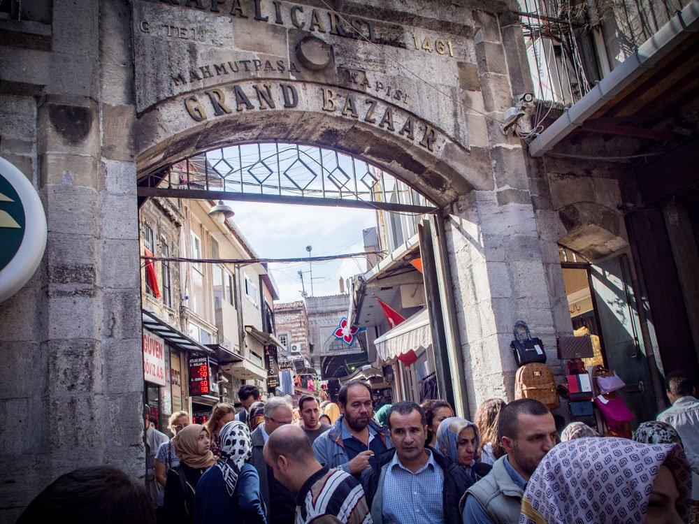entrée extérieure du grand bazar à istanbul