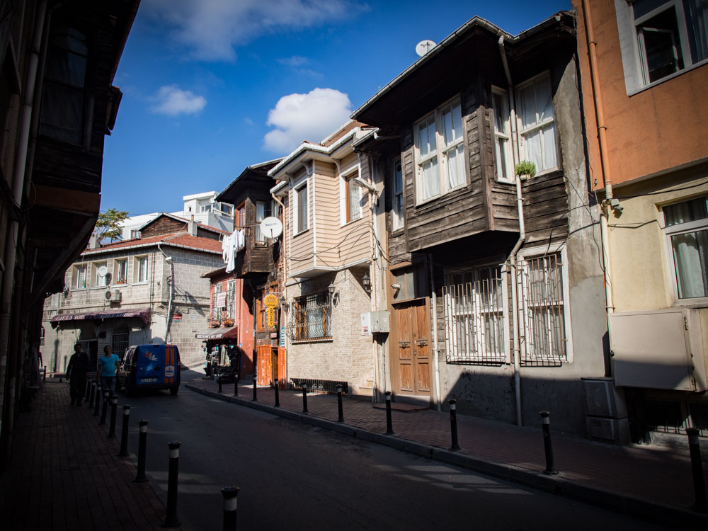 maison en bois dans le quartier de kadirga à istanbul