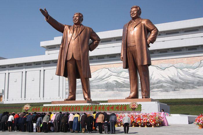 statue de kim il sung et kim jong il en corée du nord