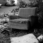 fauteuil usé dans les rues de valparaiso